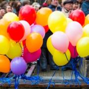Bunte Luftballons am Aktionstag gegen Rassismus 2015