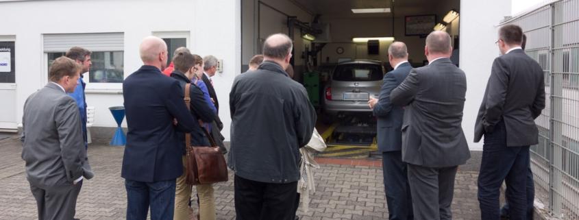 Mitglieder der SPD Hattingen besuchen die TÜV Stelle in Hattingen