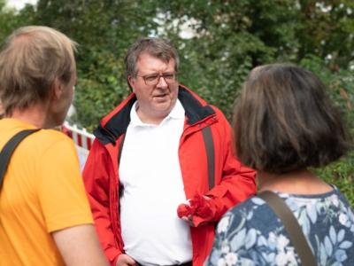 Frank Mielke im Gespräch im Gethmannschen Garten