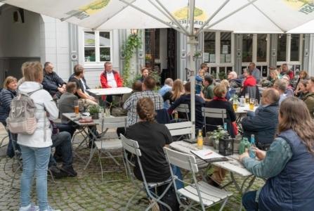 Diskussionsrunde mit Kevin Kühnert im Vollmond in Hattingen